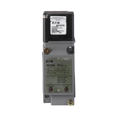 Eaton E51DT5 E51 Series Proximity Sensor Head 120 Volt AC 20 - 264 Volt AC 20 - 264 Volt DC 10 - 30 Volt DC 0.94 Inch